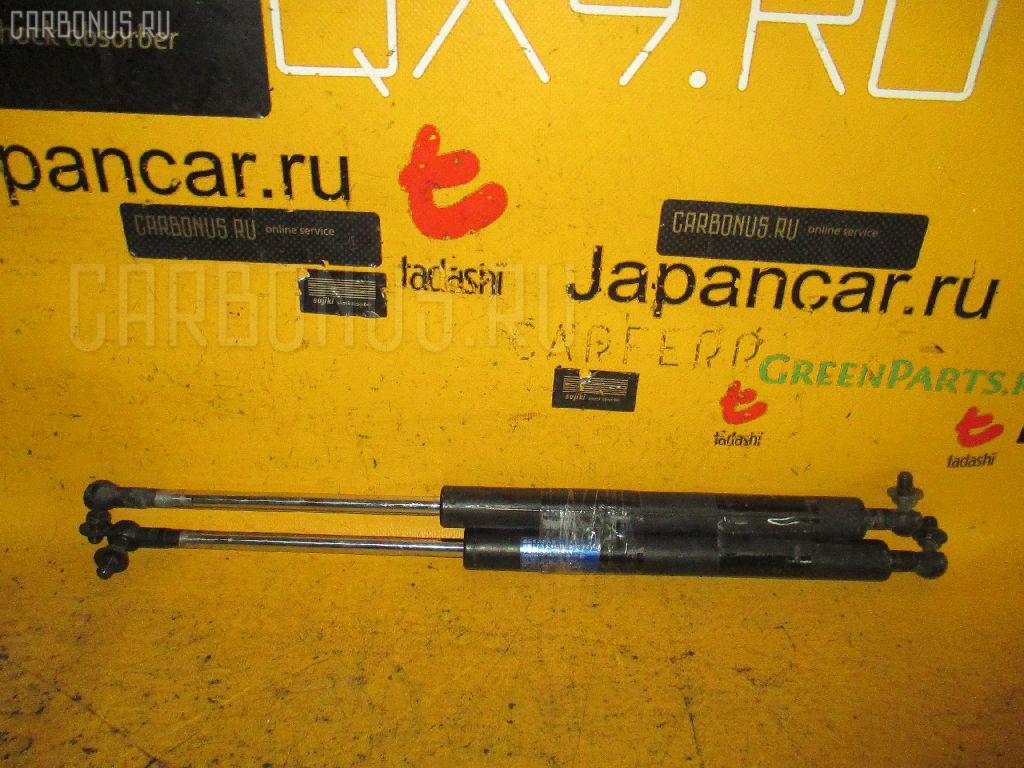 Амортизатор багажника HONDA INTEGRA DC5. Фото 2
