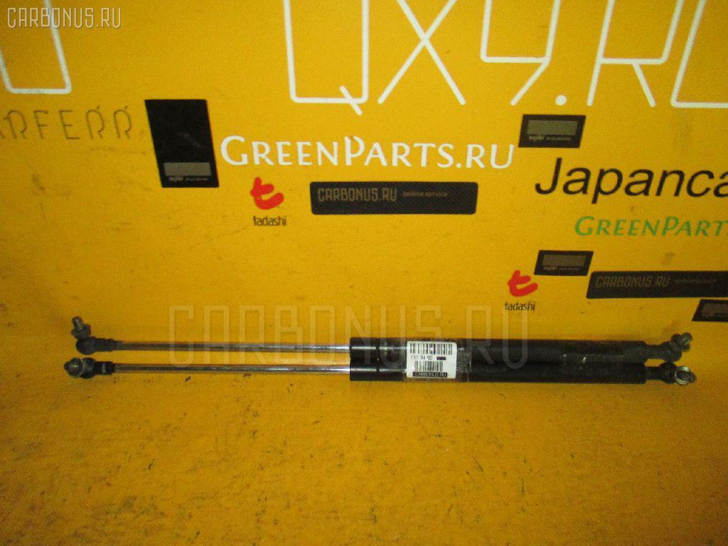 Амортизатор капота TOYOTA MARK II GX100 Фото 1