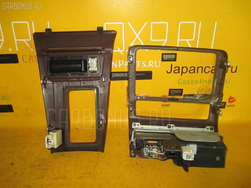 Консоль магнитофона Toyota Crown JZS155 Фото 1