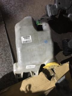 Бачок омывателя на Subaru Legacy BC5 Фото 3