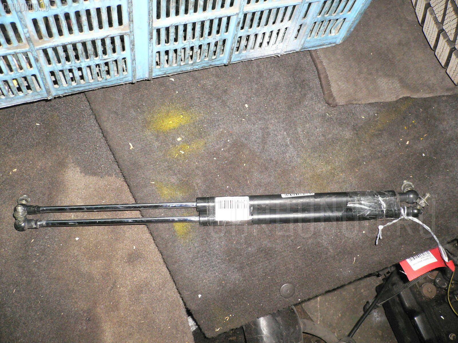 Амортизатор капота TOYOTA MARK II JZX90. Фото 10
