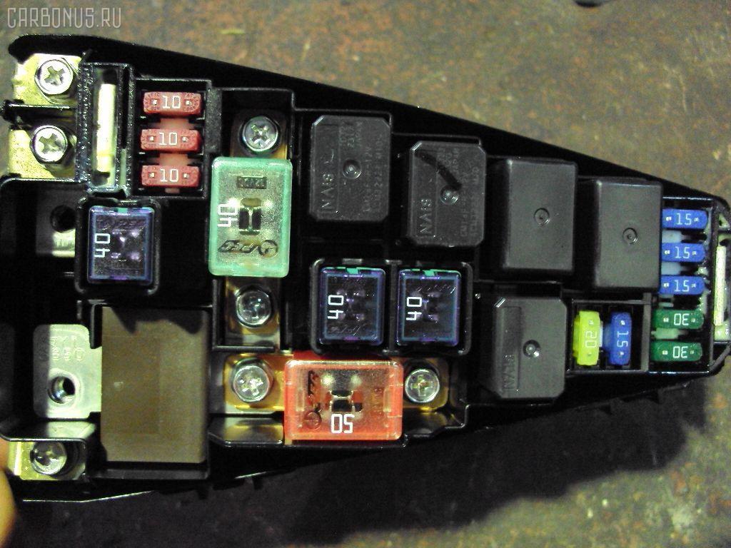 Блок предохранителей HONDA FIT GD2 L13A.  Фото 3.