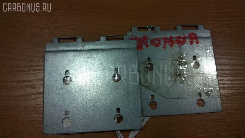 Крепление магнитофона HONDA. Фото 1