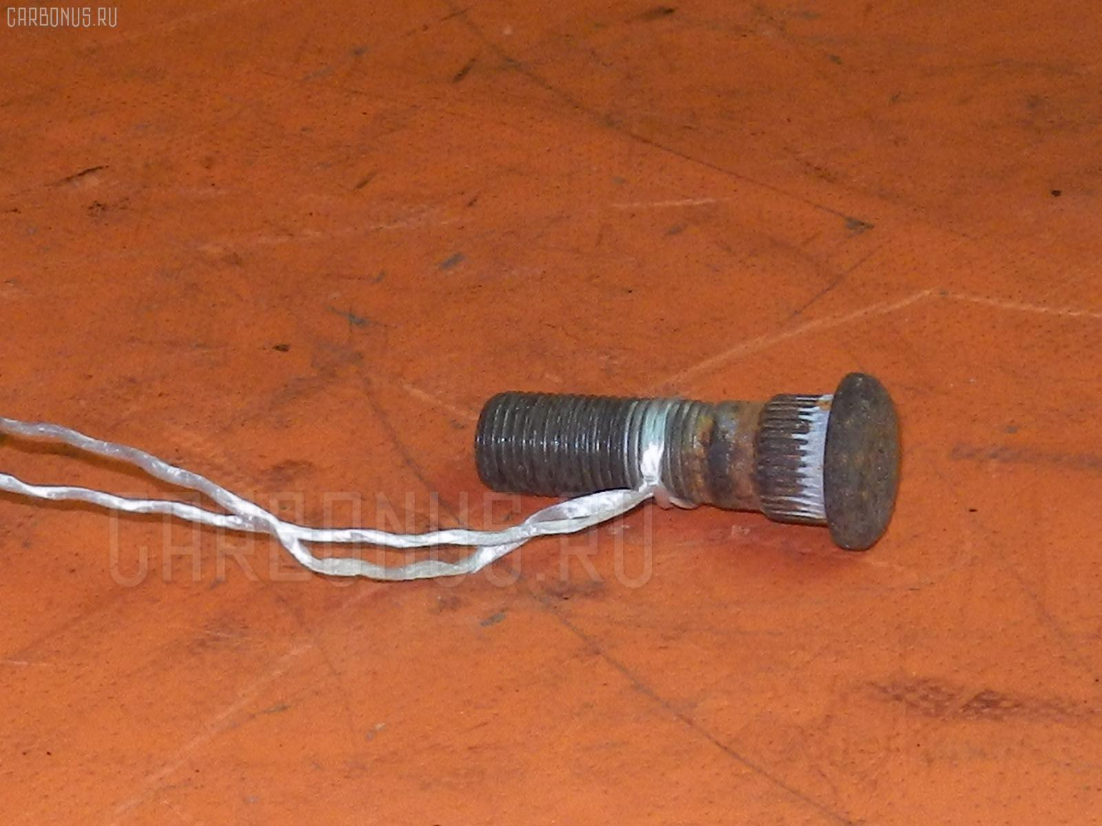 Шпилька NISSAN. Фото 1