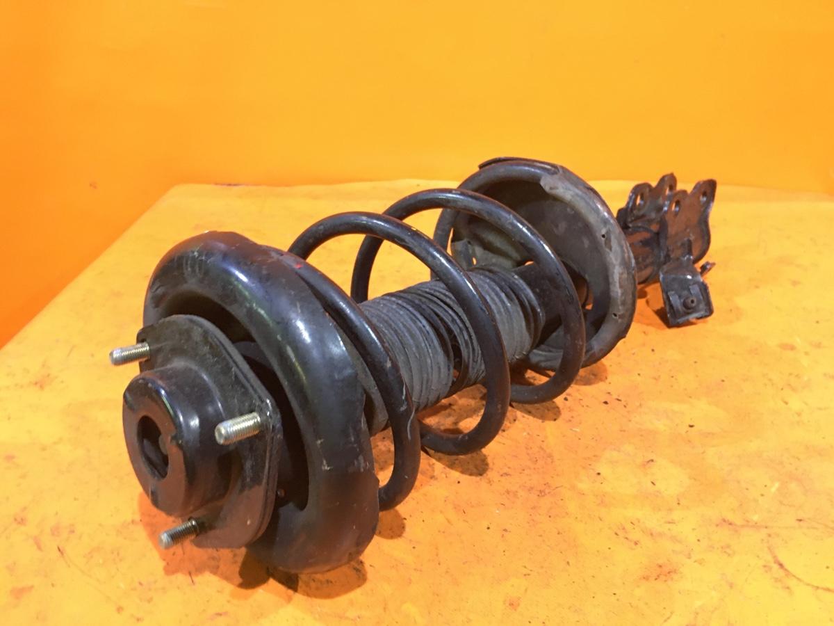 Стойка амортизатора на Nissan Cefiro A32 VQ20DE Фото 1