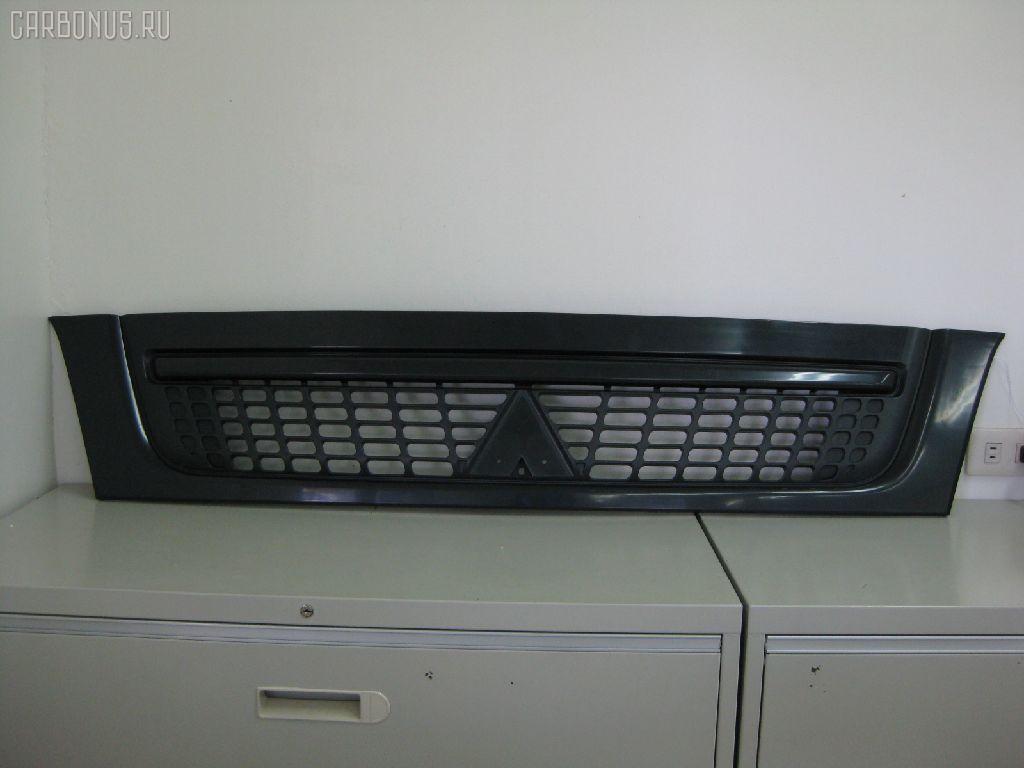 Решетка радиатора MITSUBISHI CANTER FE82E. Фото 1