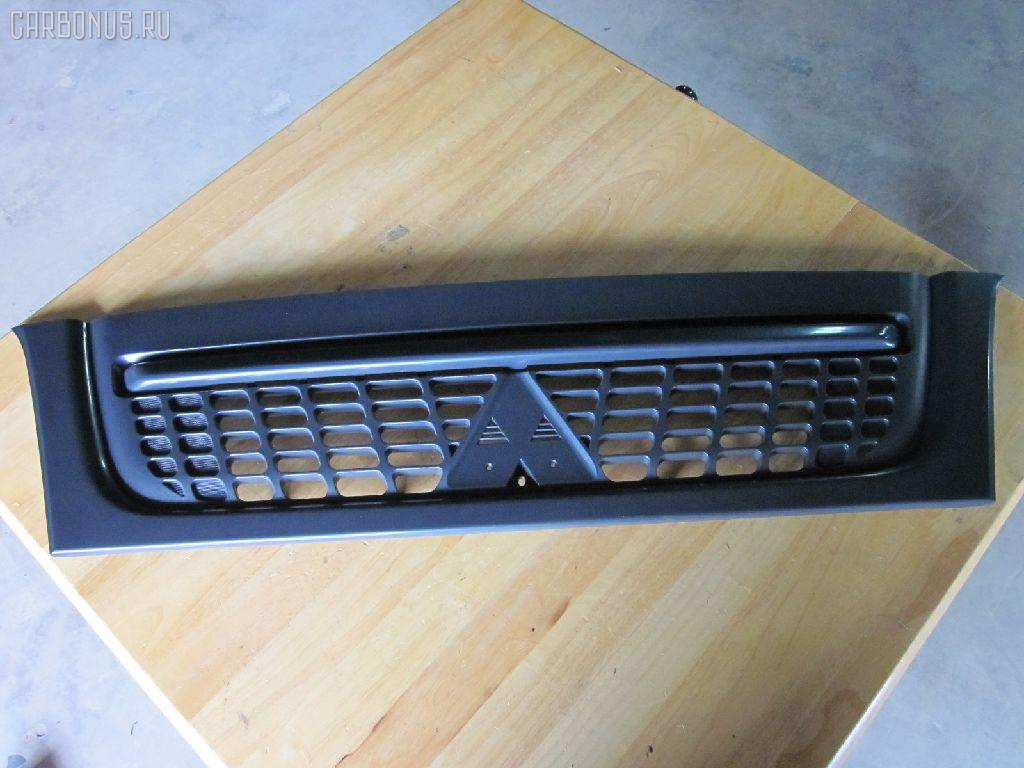 Решетка радиатора MITSUBISHI CANTER FE70B Фото 1
