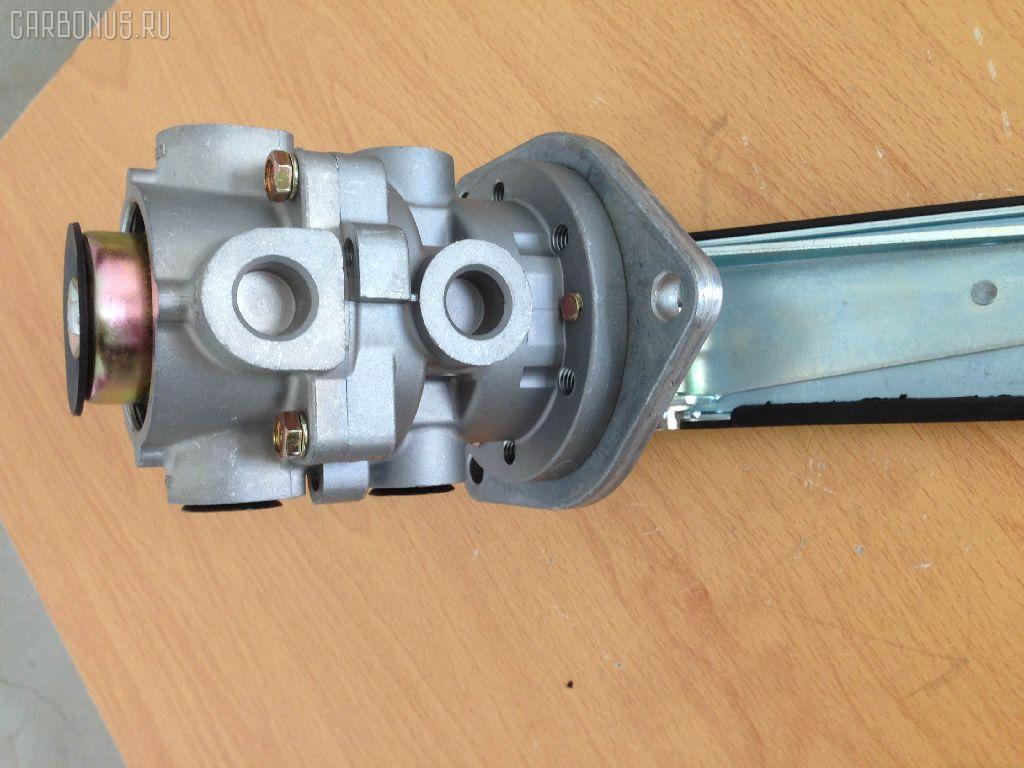 Клапан тормозной ISUZU GIGA CXG. Фото 2