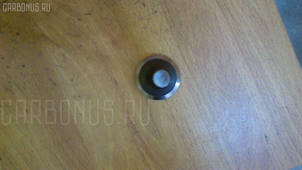Клапан впускной KOMATSU D65E 6D125 Фото 3