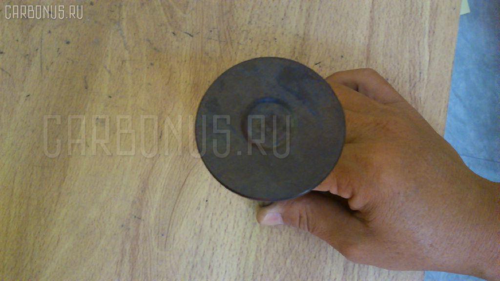 Клапан впускной KOMATSU D65E 6D125 Фото 4