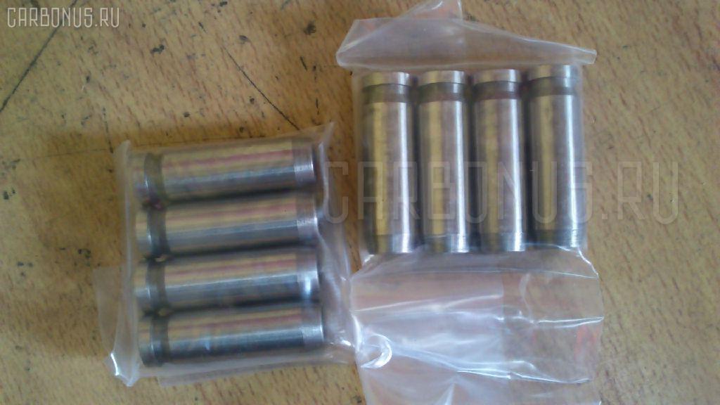 Клапан впускной KUBOTA V1505 V1505 Фото 1