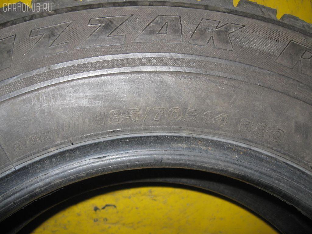 Автошина легковая зимняя BLIZZAK REVO 1 185/70R14. Фото 1