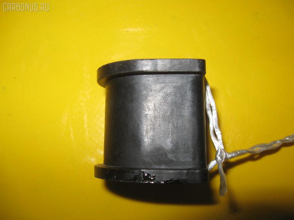 Втулка стабилизатора TOYOTA AE100. Фото 8
