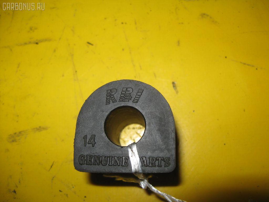 Втулка стабилизатора TOYOTA AE100. Фото 9