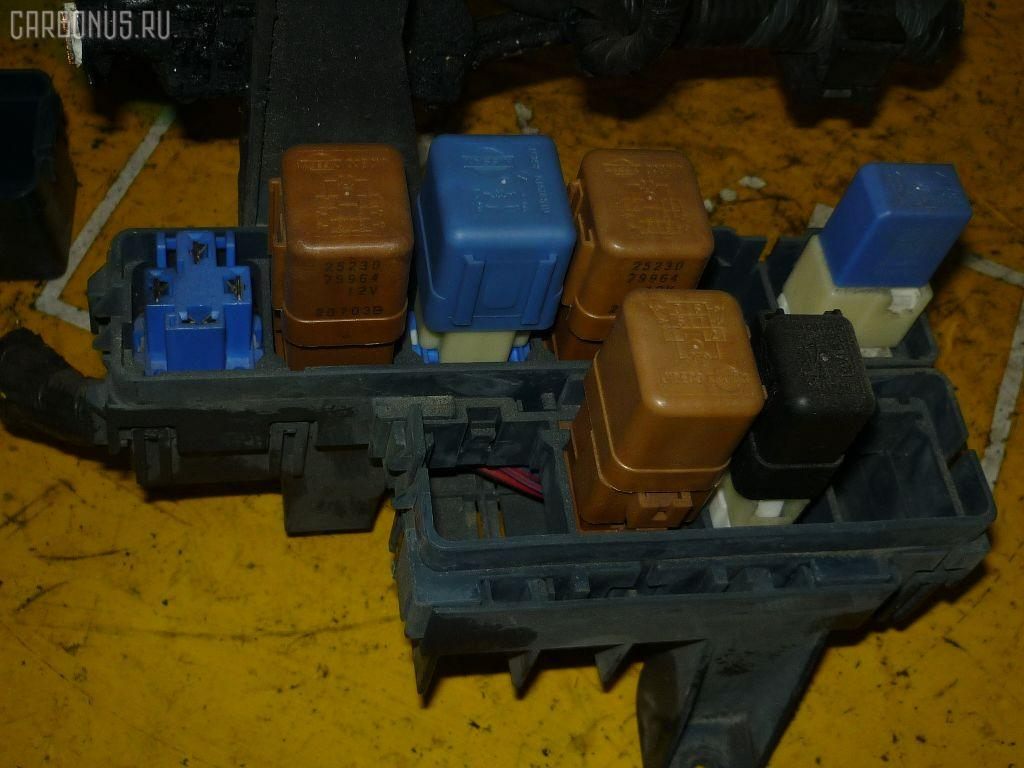 Блок предохранителей NISSAN EXPERT VEW11 YD22DD. Фото 2