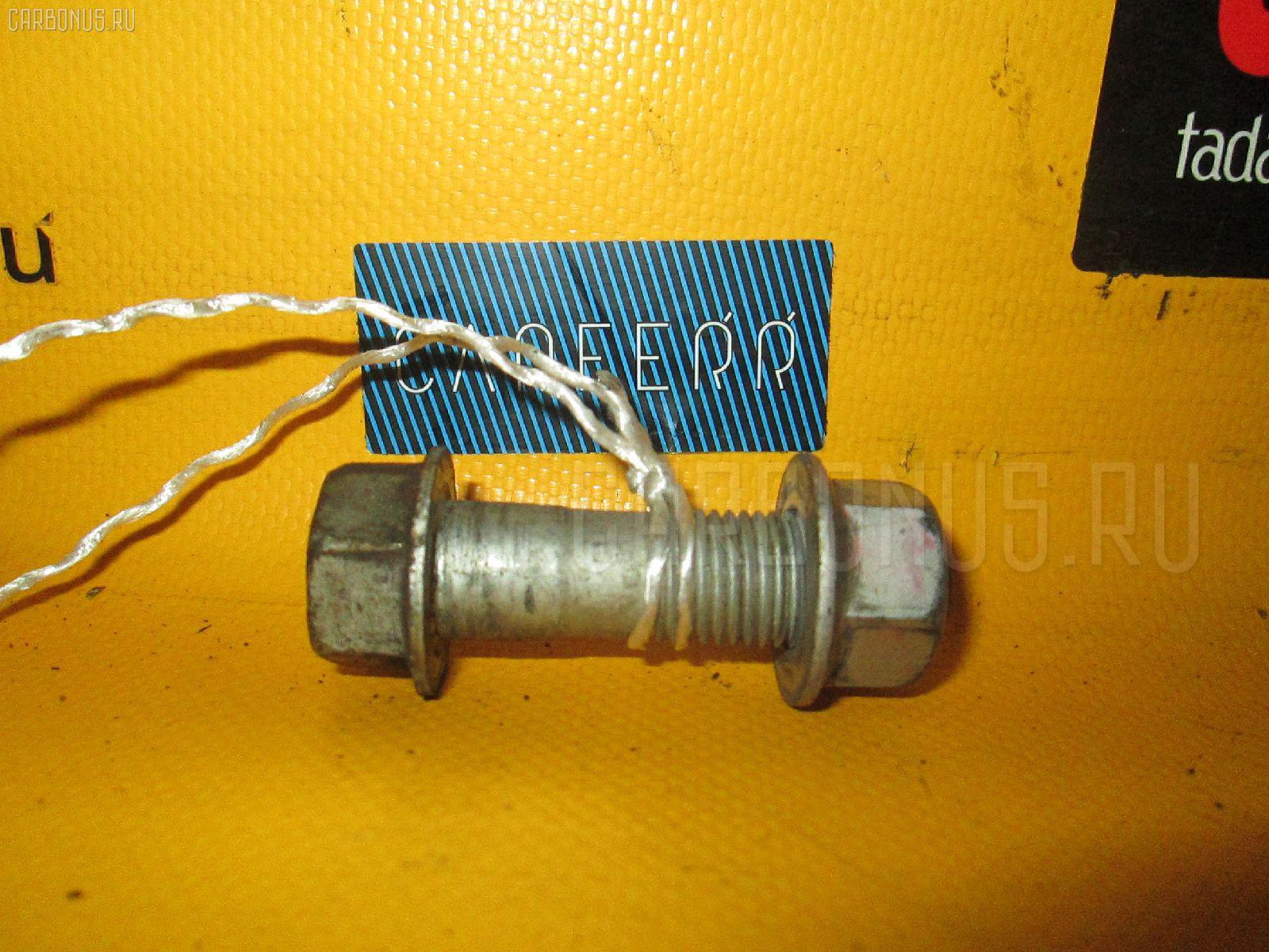 Болт крепежный амортизационной стойки TOYOTA VITZ SCP10 1SZ-FE Фото 1