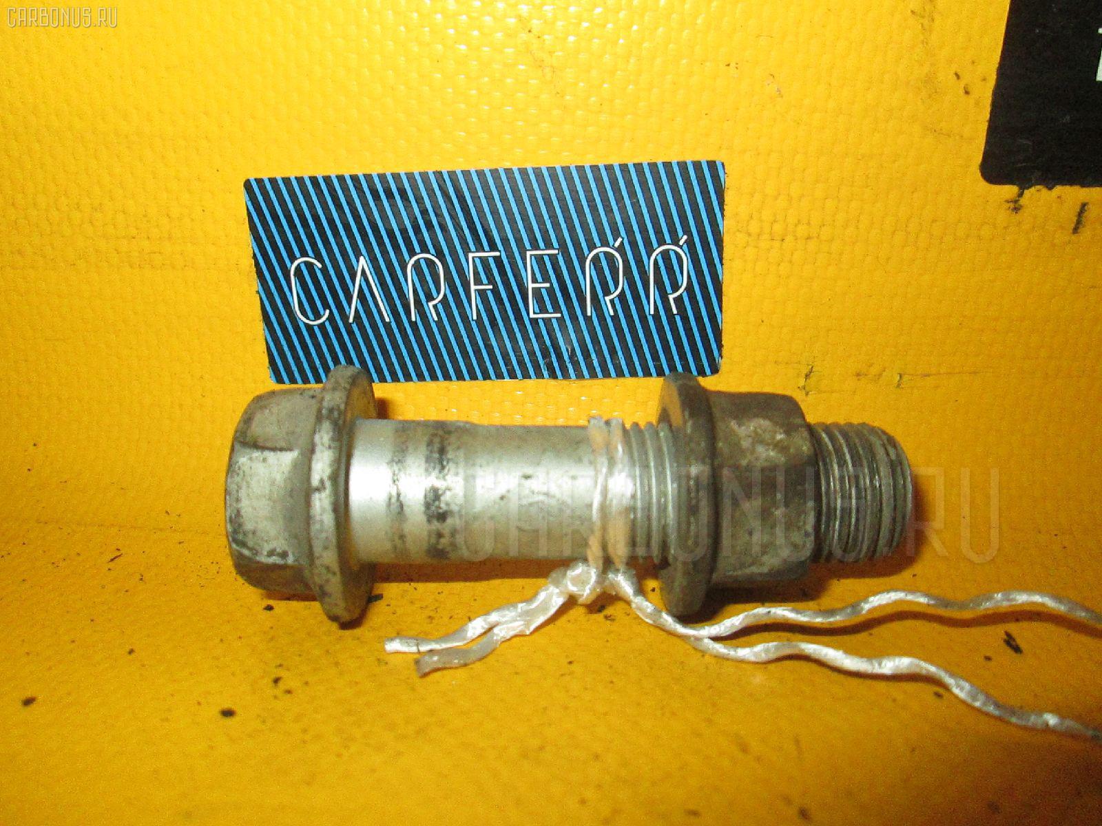 Болт крепежный амортизационной стойки TOYOTA VISTA ARDEO SV50G 3S-FSE Фото 1