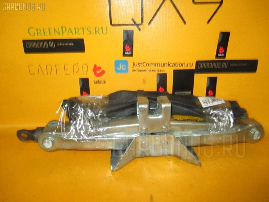 Домкрат TOYOTA IPSUM SXM10G. Фото 8