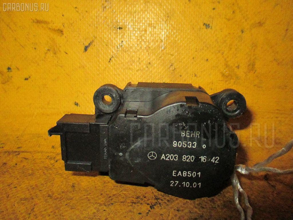 Моторчик заслонки печки MERCEDES-BENZ C-CLASS STATION WAGON S203.261 Фото 1