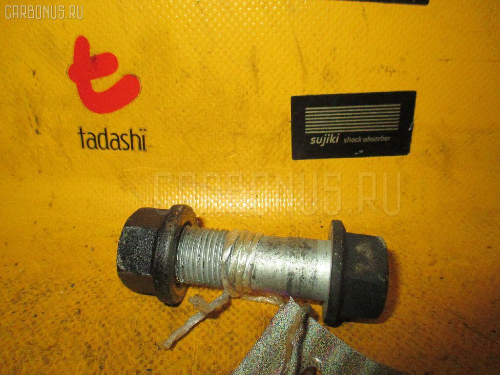 Болт крепежный амортизационной стойки TOYOTA SV40 4S-FE Фото 1